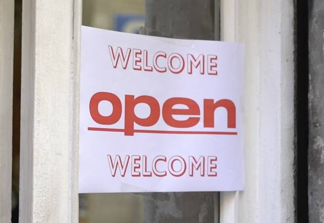 Verano en Apolo: Come in, we're open!